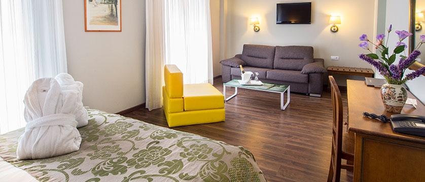 andorra_arinsal_princesca-parc-&-diana-parc-spa-hotel_family-club-room.jpg